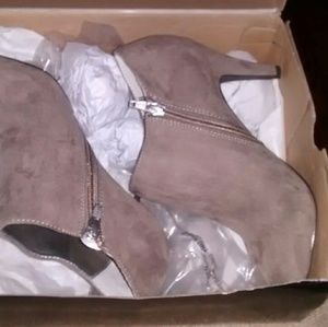 Suede leather boots, never worn